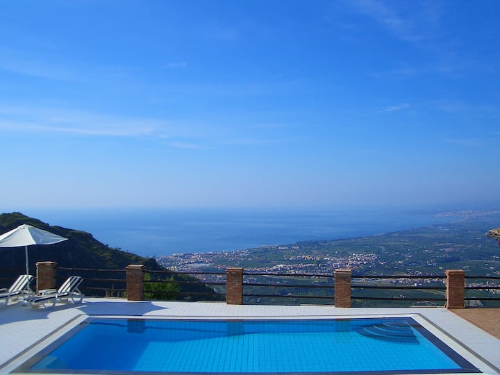 Villa in peaceful location near Taormina.