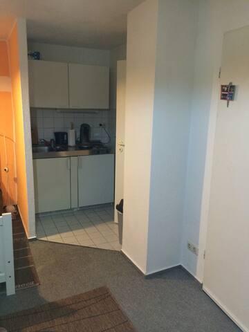 Die Wohnung ist klein aber fein .