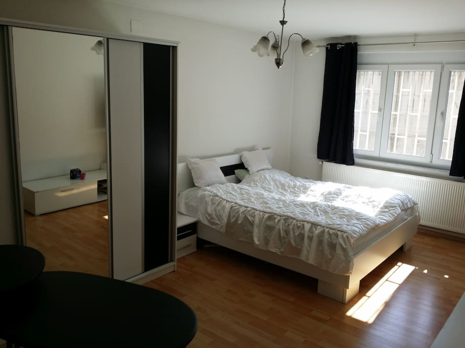 BR1 King size bed and wardrobe