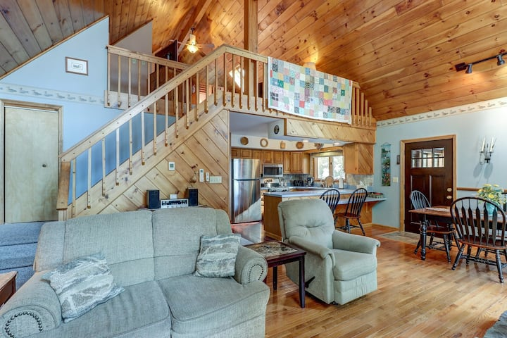 Dog-friendly, lakefront house with 2 living areas, beach nearby