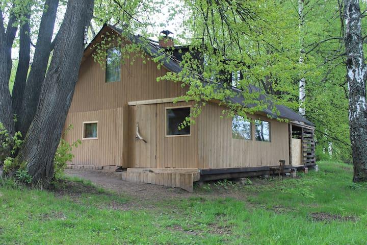 Дом в лесу на берегу реки в Костромском районе!