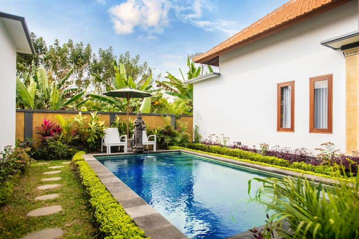 Villa Holy Water: saint land & private pool