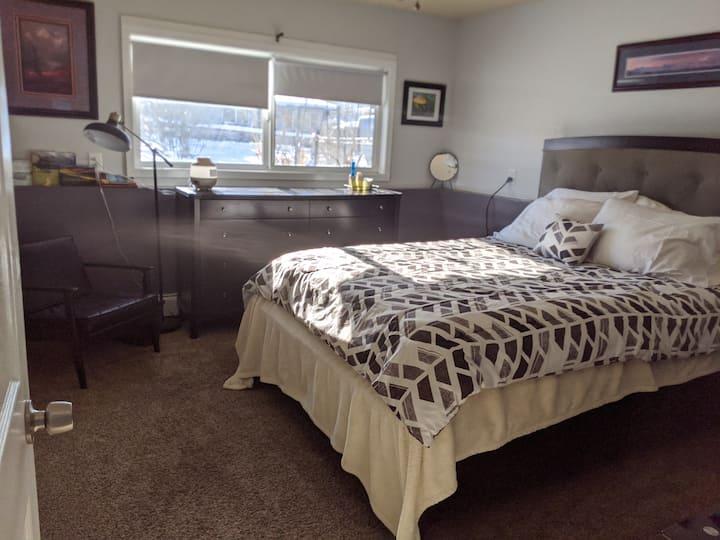 Cozy 2 Bedroom for Adventures- Convenient Location