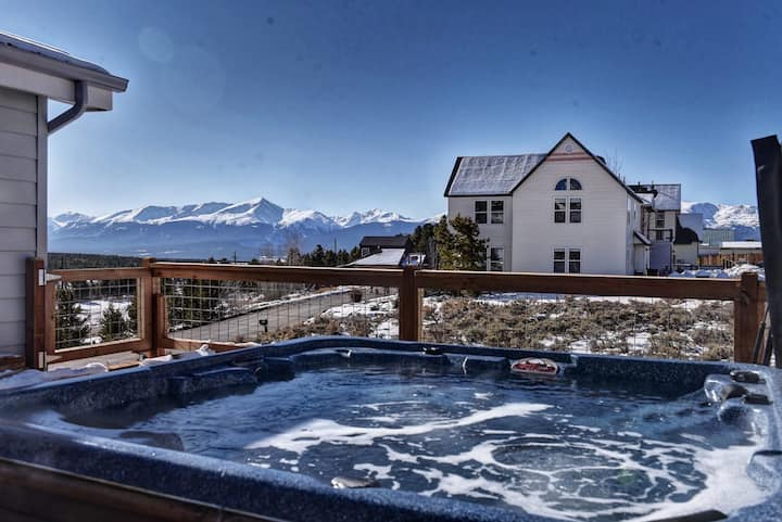 The Hilltop Haven w Hot Tub, Fireplace & The Best Views in Leadville! + Dogs OK!