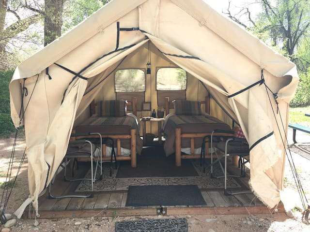 Creekside Luxury Tent in Downtown Oasis -2 Twins/C