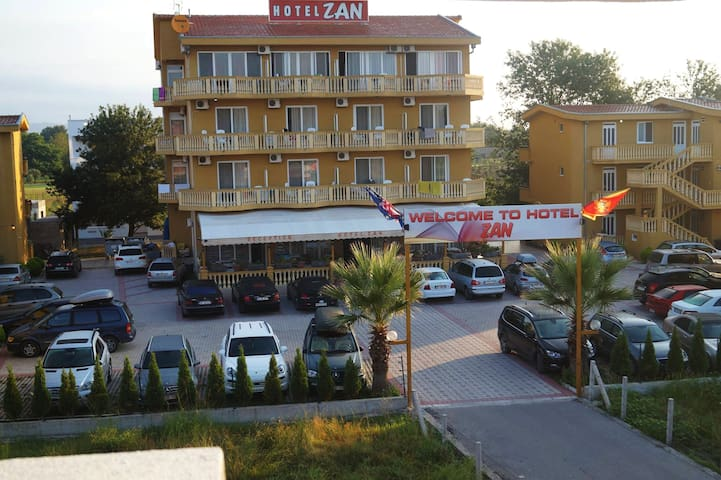 Standard Triple Room with Balcony Hotel Zan - Ulcinj - その他
