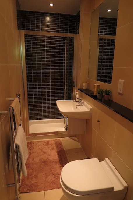 Private en-suite bathroom.