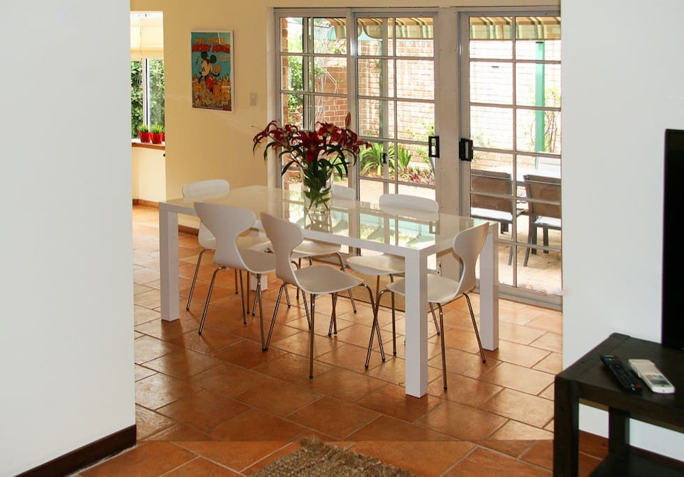 Your dining area, plenty of space for everyone