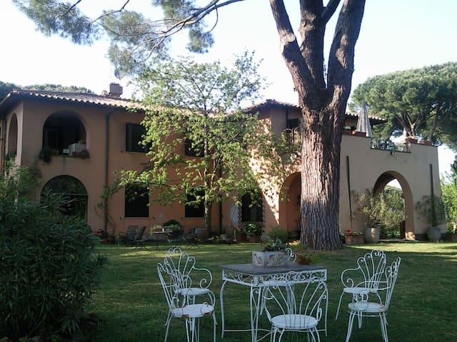antico casale immerso nel verde - Rome - Villa