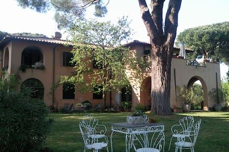 antico casale immerso nel verde - Rom - Villa