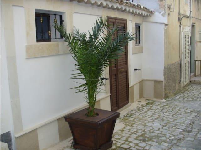 """""""La Casuzza"""" in centro storico"""