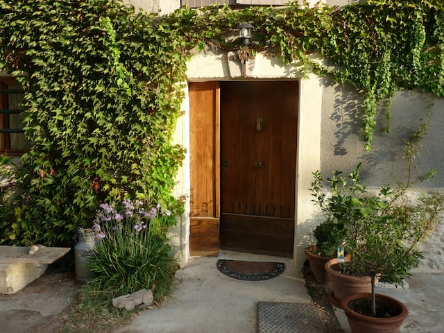 BEAUTIFUL ROOM INDEPENDENT IN ONE SMALL MAS - Saint-Rémy-de-Provence - Pension