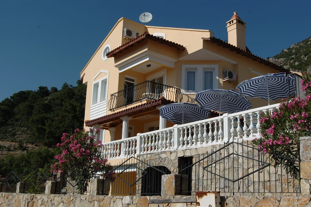 Large 5/6 bedroom detached Villa Kadyanda with private pool