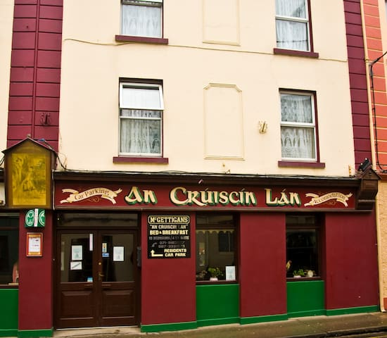 City centre town house,with parking - Sligo - Bed & Breakfast