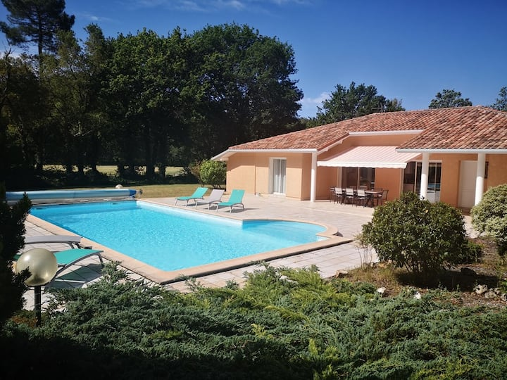Very nice house with pool between in Messanges