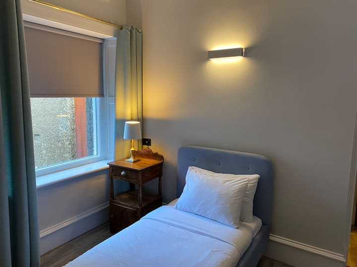 Splendid Bedroom @  Haymarket / Roseburn