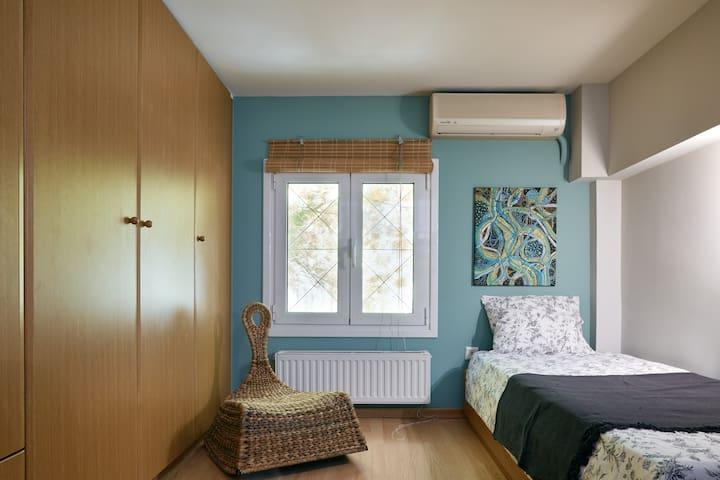 Green Single Room