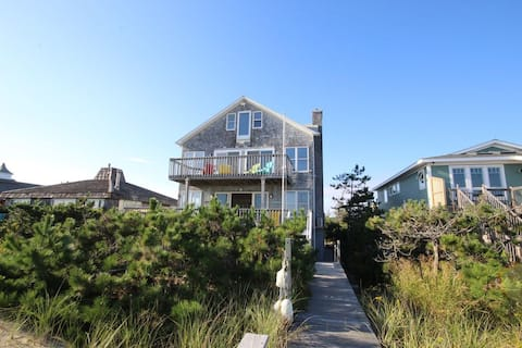 Oceanfront 4 Bedroom Plus Loft, Newly Renovated.