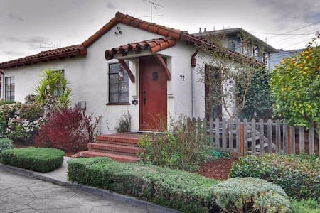 Hollywood-Style Bungalow Court! - San Leandro