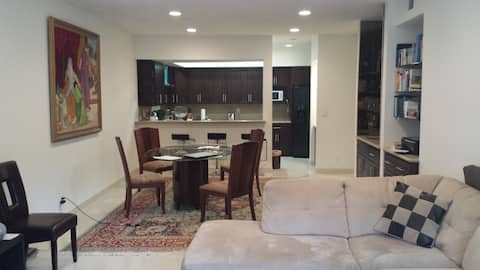 Spacious and Private 2Bed/2 Bathroom in Westwood