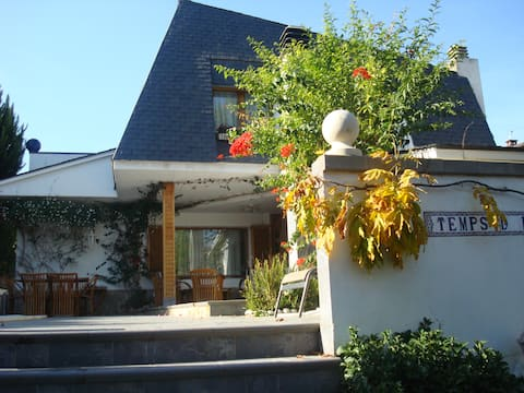 Nice house, sleep two persons near BCN..