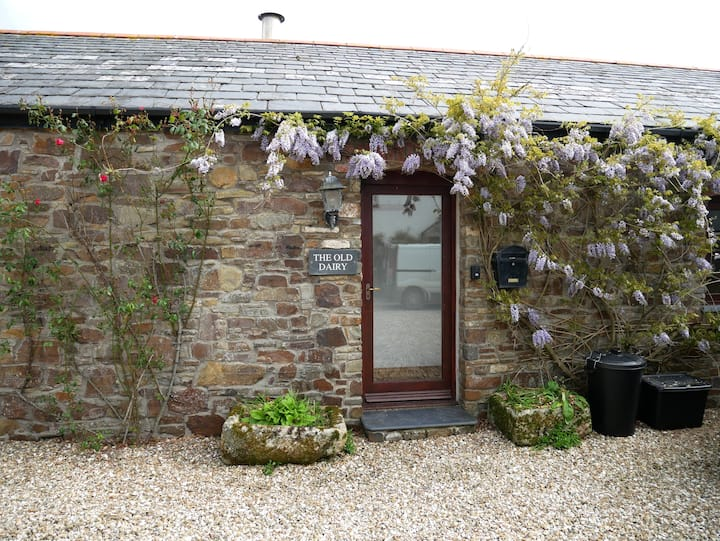 The Old Dairy - Idyllic barn conversion near Bude
