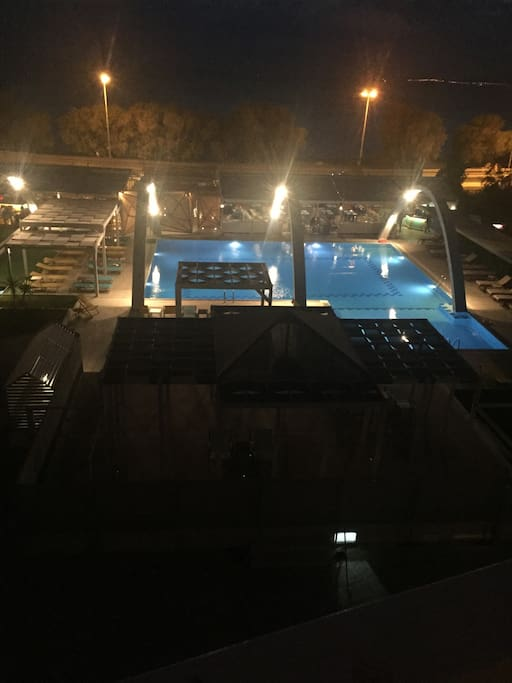 Pool/Sea View at night