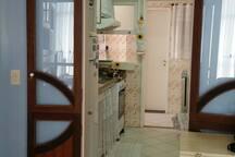 Cozinha completa. Foto atualizada.