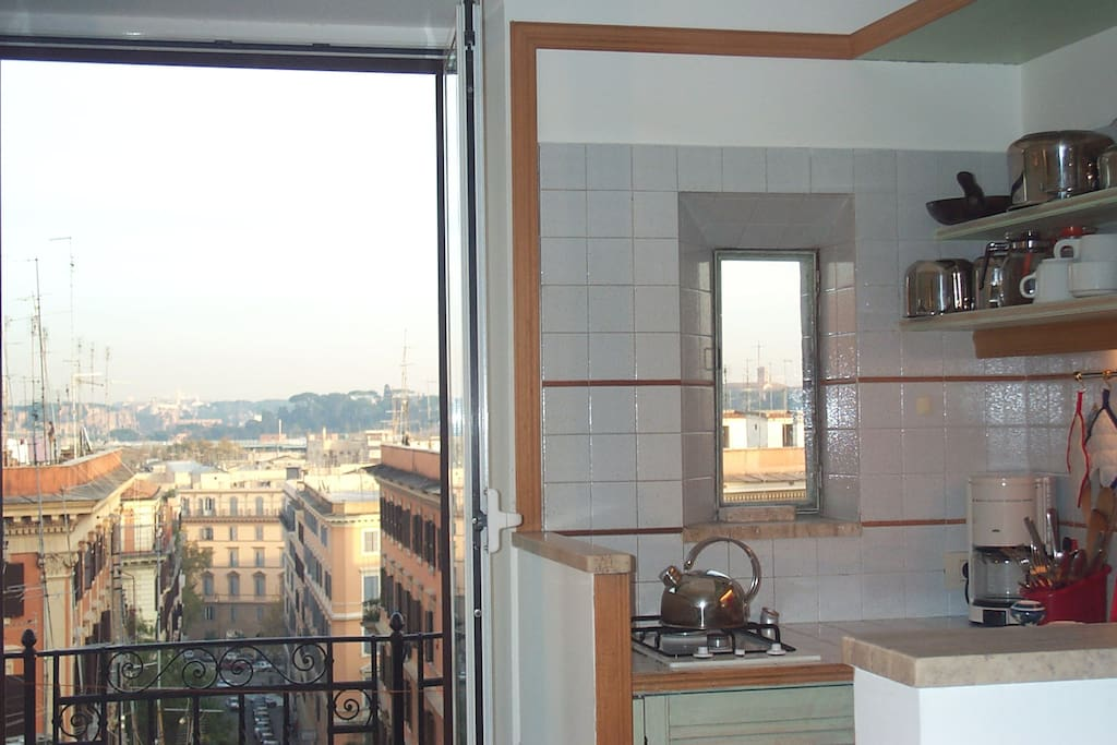 Living Room with a balcony, kitchenette and fantastic view over Rome