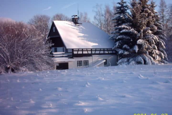 Idyllisches Ferienhaus in Jindrichovice in Waldnähe