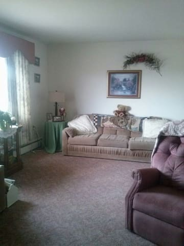 Cozy 1BR with parking included - Cumberland - Huis