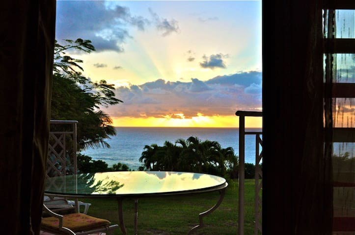 Morning sunrise from your bungalow - Capesterre-de-Marie-Galante - Bungalou
