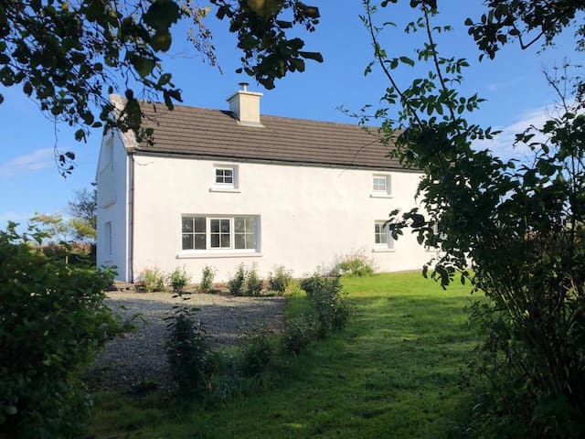 Willow Tree Cottage- Sea & Countryside Views