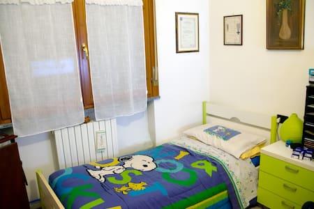 Camera doppia in appartamento recente a San Nicolò