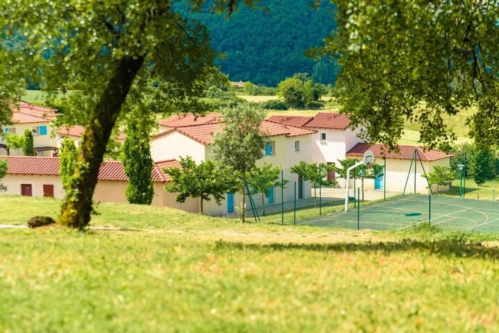 Cajarc : maison avec vue sur la vallée