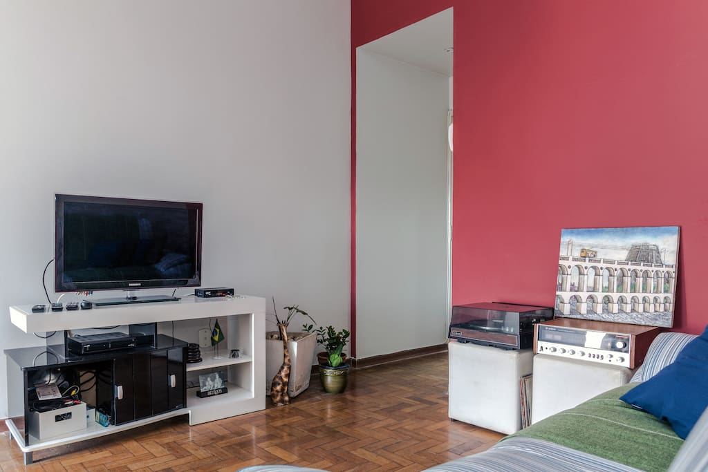 Sala - wi fi, tv a cabo,  ventilador de teto, arejada, sol da tarde