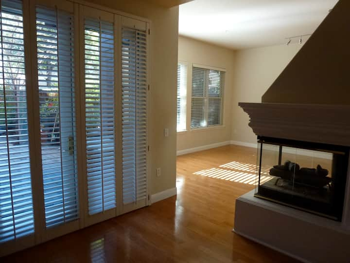 Full Unfurnished 1900 sq ft 3BR/2BA Condo