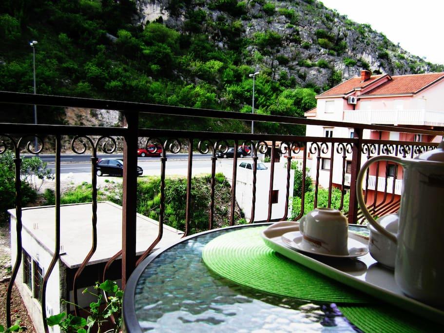 Balcony/Mountain view