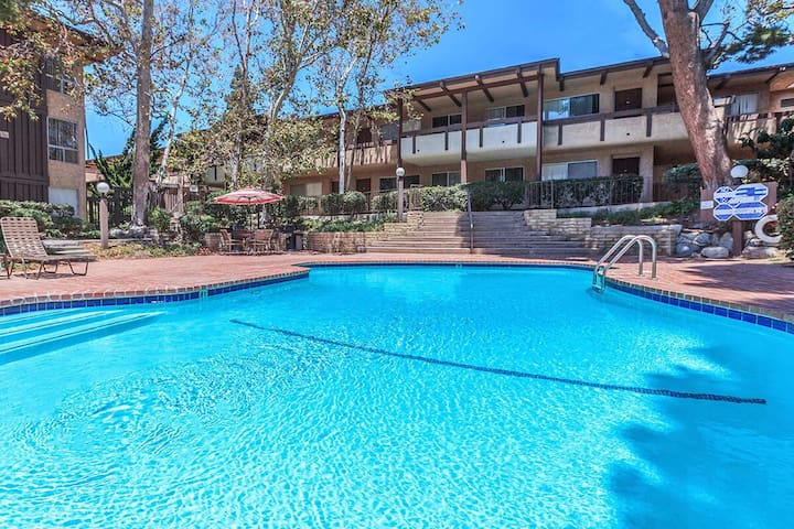Relaxing stay 1 mile from the beach!