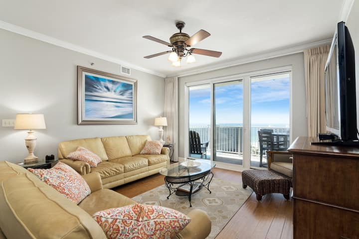 Ground-Floor Condo with Shared Pools & Hot Tub, Gulf & Lake Views, and WiFi!