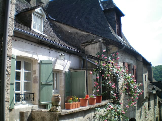 1 Bedroom House in Turenne, Correze - Turenne - House