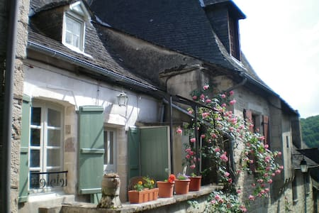 1 Bedroom House in Turenne, Correze - Turenne - Hus