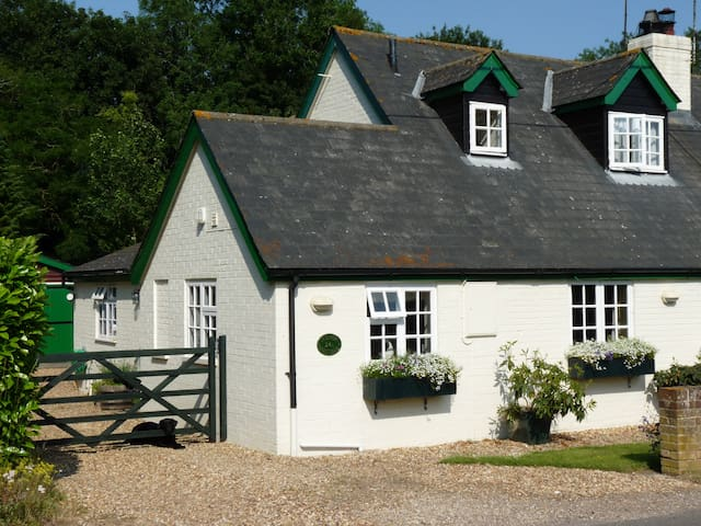 Manor Cottages B&B Andover - Hatherden - Bed & Breakfast