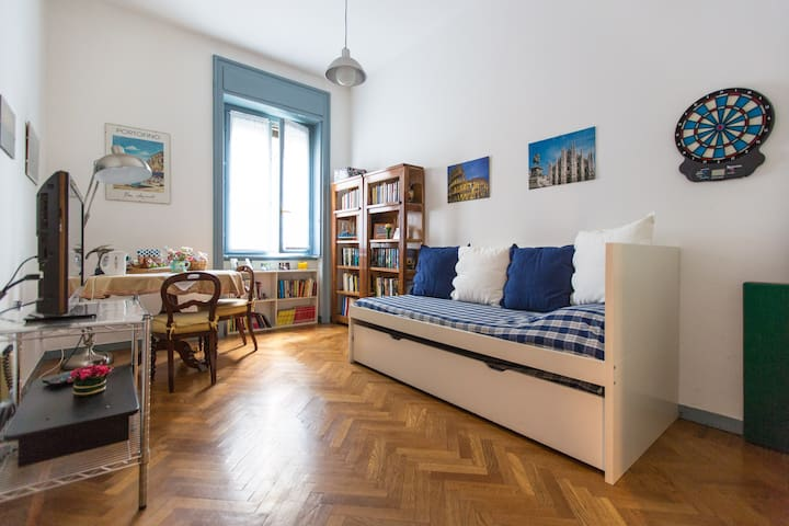 2 beds apt in the heart of Milan - Milano - Bed & Breakfast
