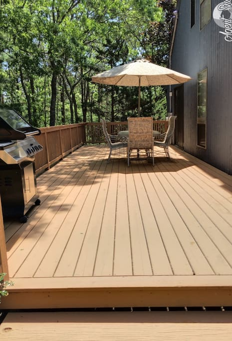 Large private deck for outdoor entertaining