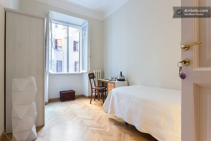 Accogliente stanza privata singola  - Roma - Pis