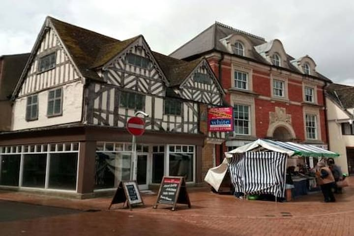 Heart of Banbury - Wonderful listed building