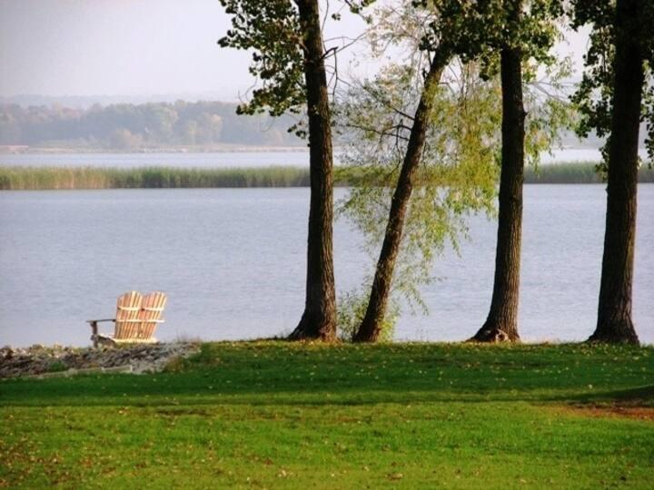 Lake Puckaway Spring Weekend Special/3rd NT Free!