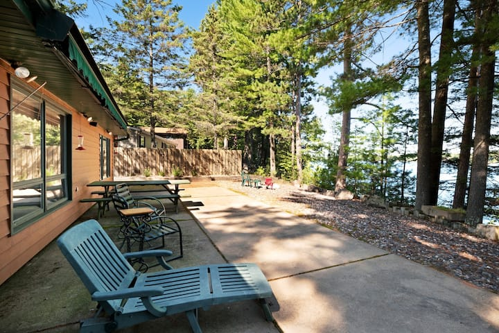 Family-friendly waterfront lodge w/ dock, firepit & outdoor sauna barrel!