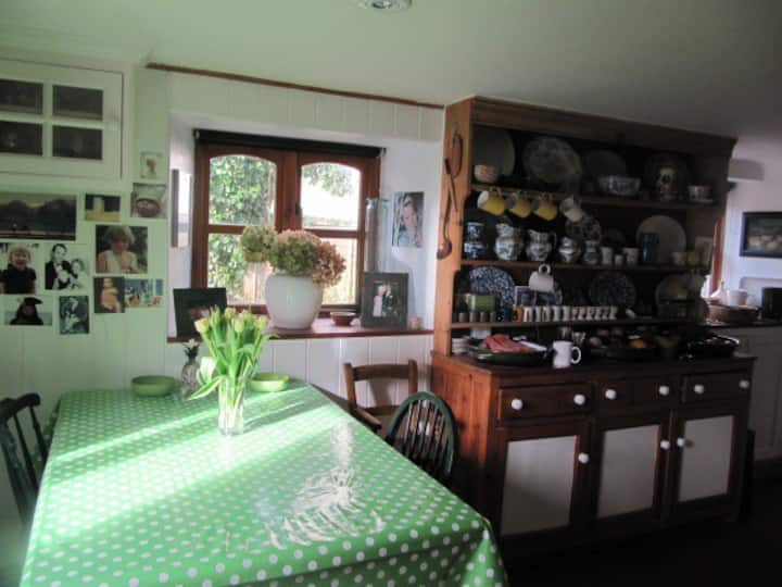 Country house 90 mins.from London